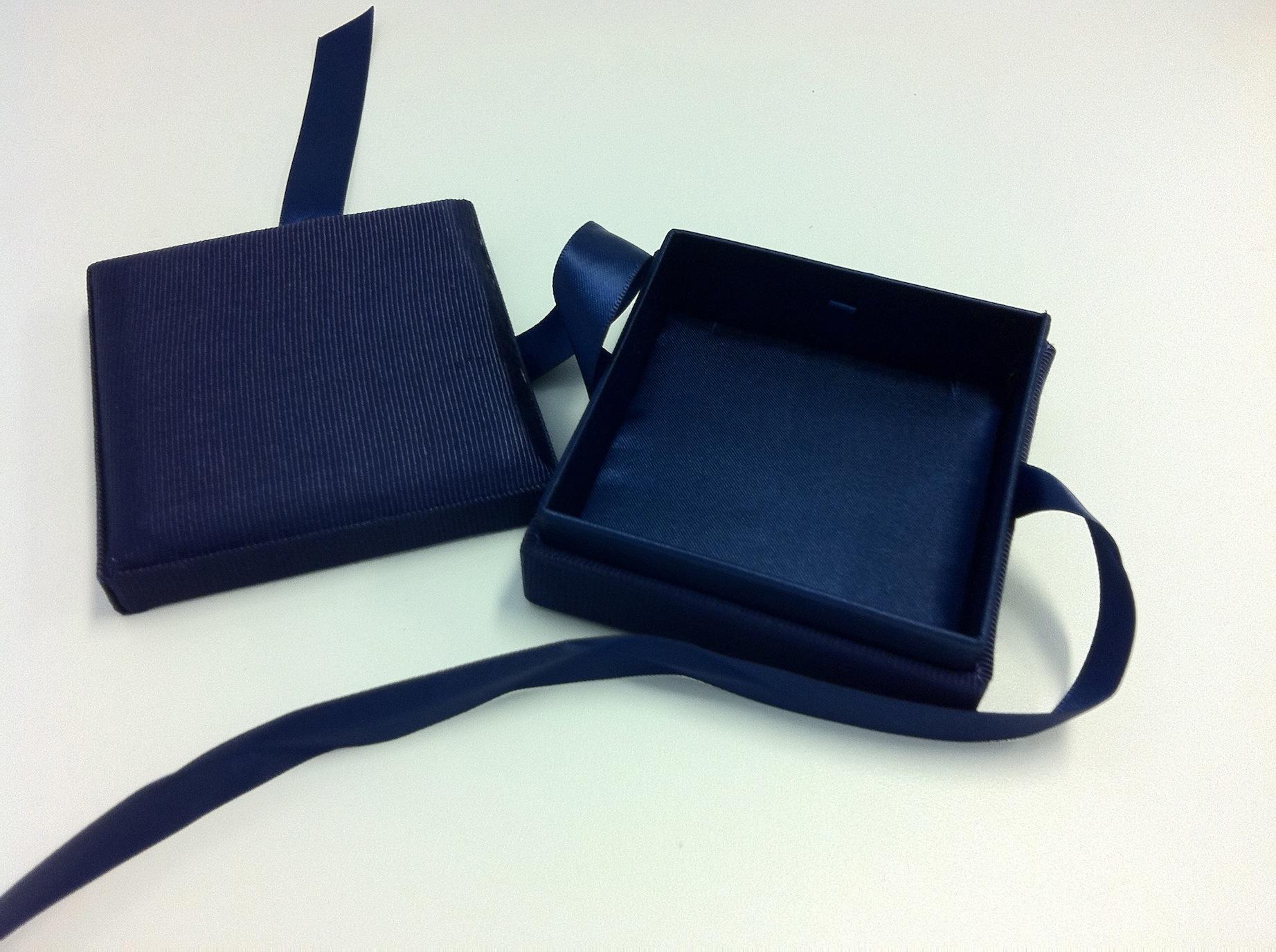Blue Ribbon Pendant Box