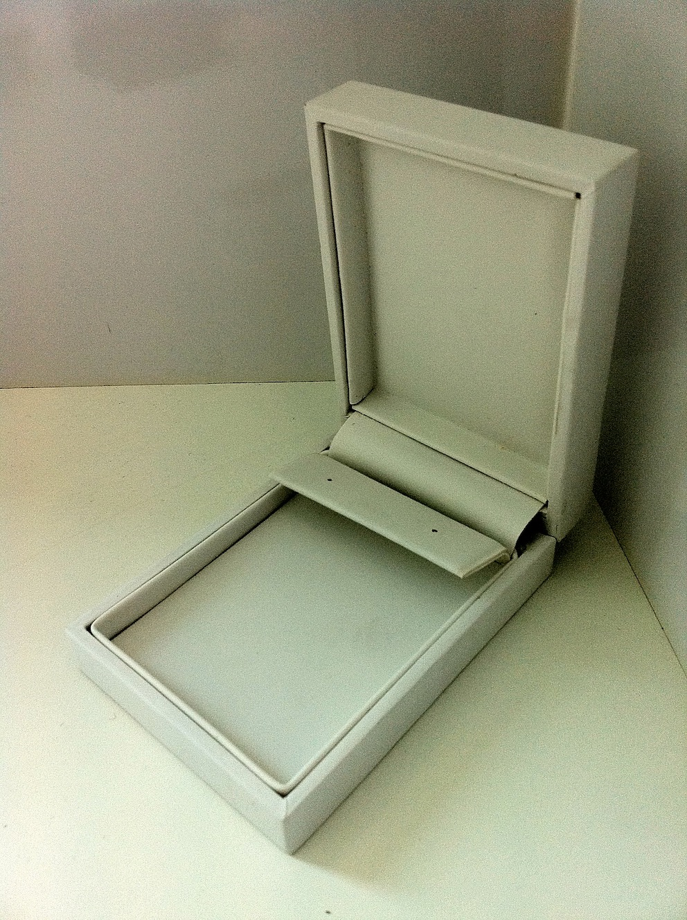 Pure White Huggie Earring Box