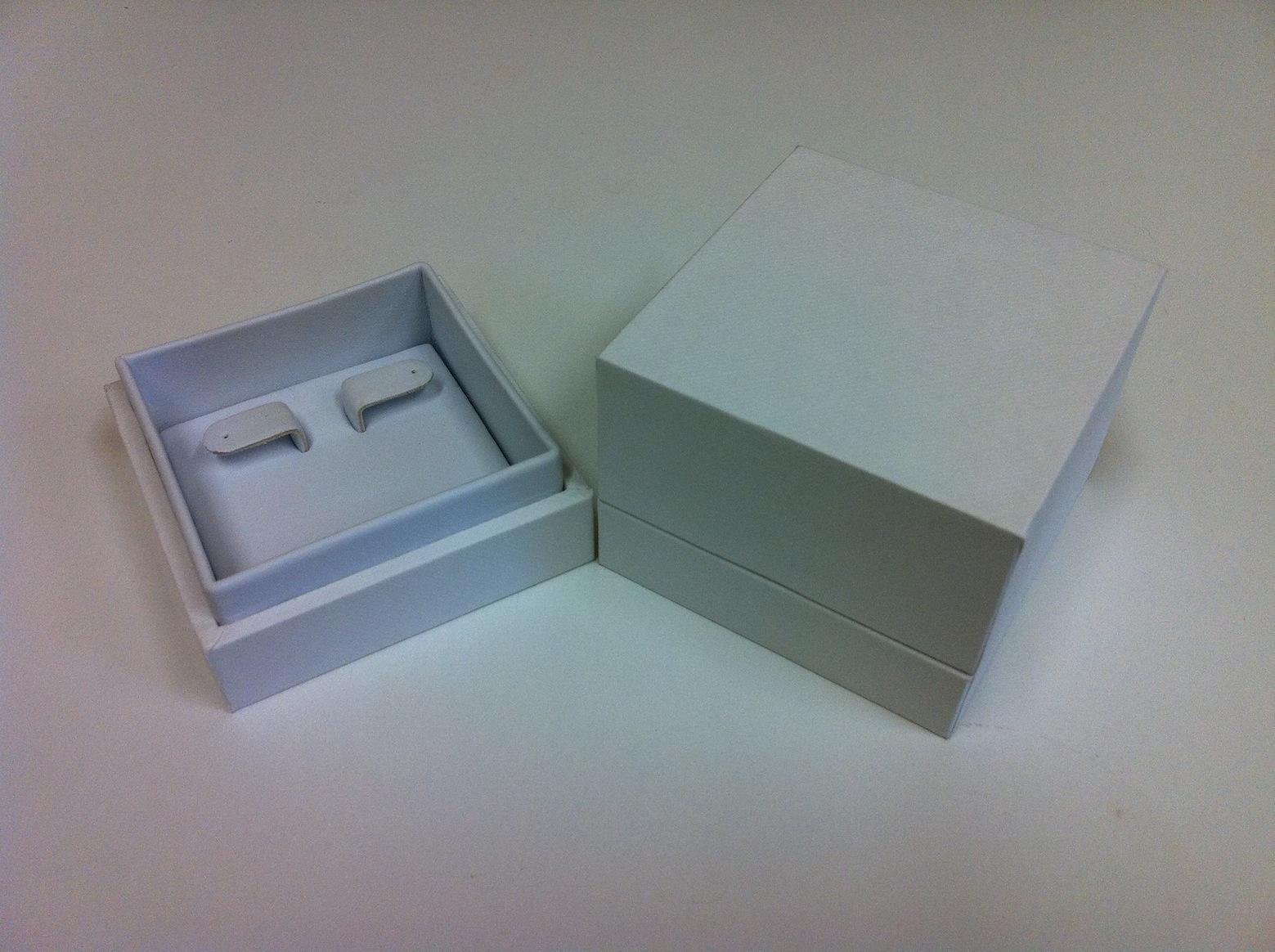 Black/White Envy Left/Right Earring Box