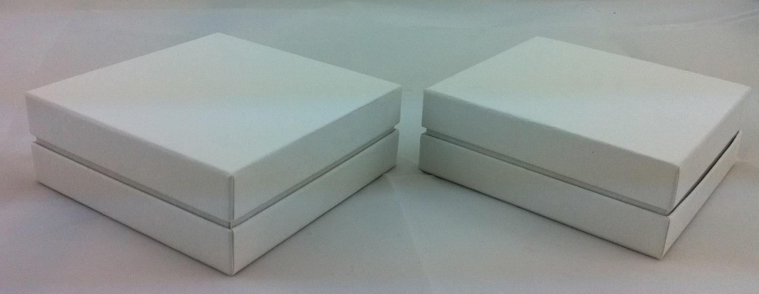 White pendant box