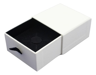 Pearl Vogue Ring Box