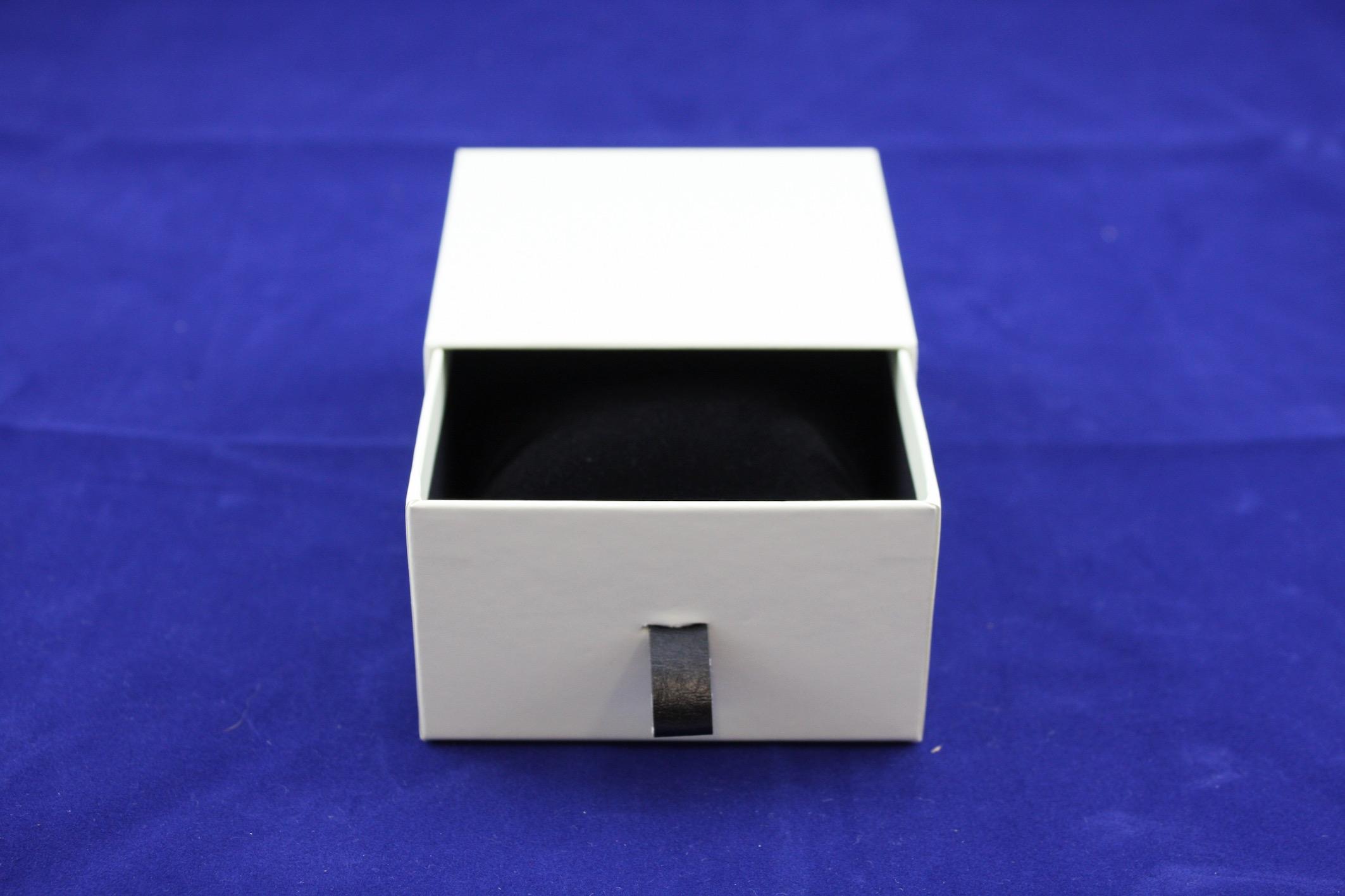 Pearl Vogue Bangle Box