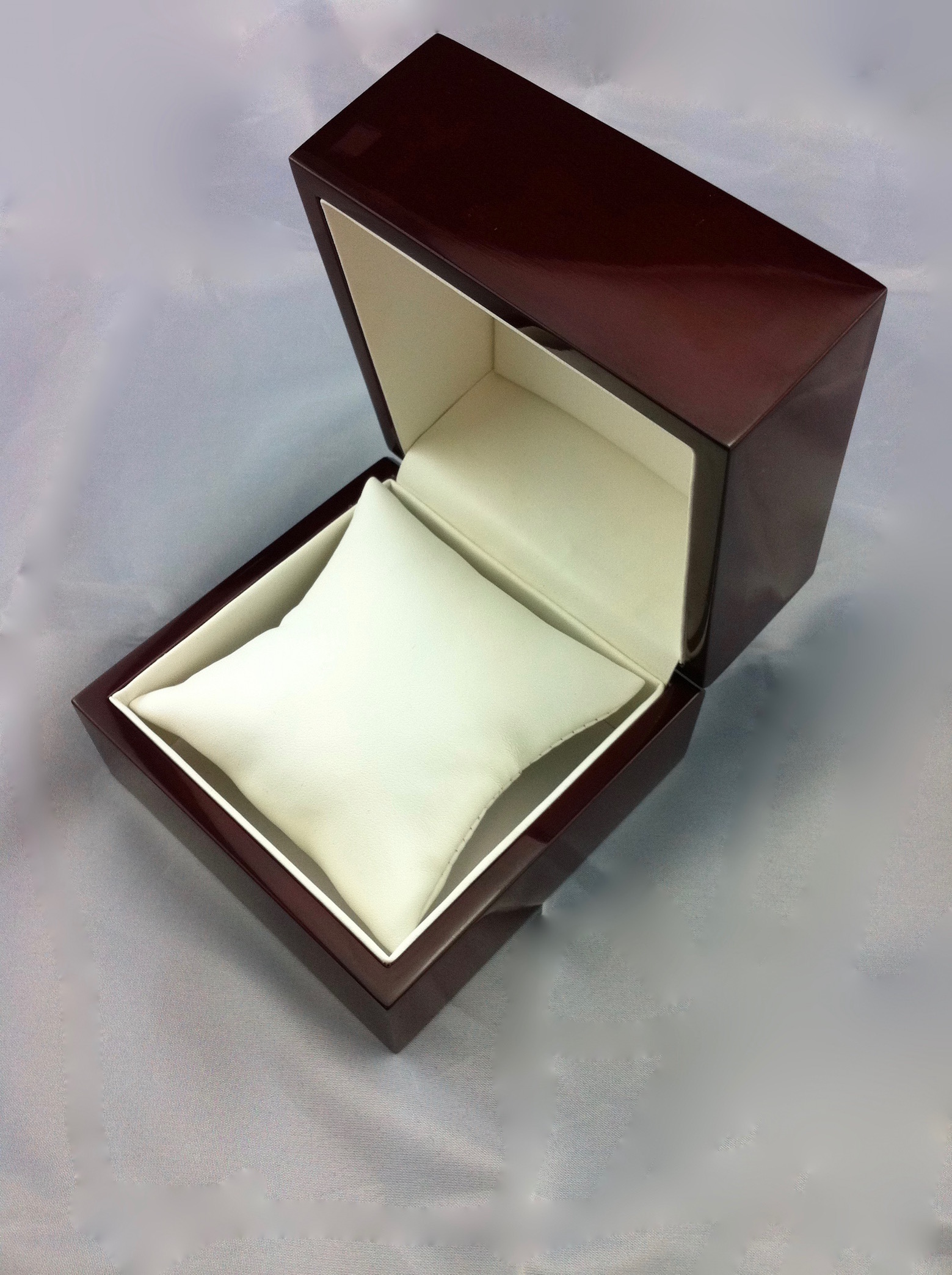 Traditional Elegance Bangle Box Closed