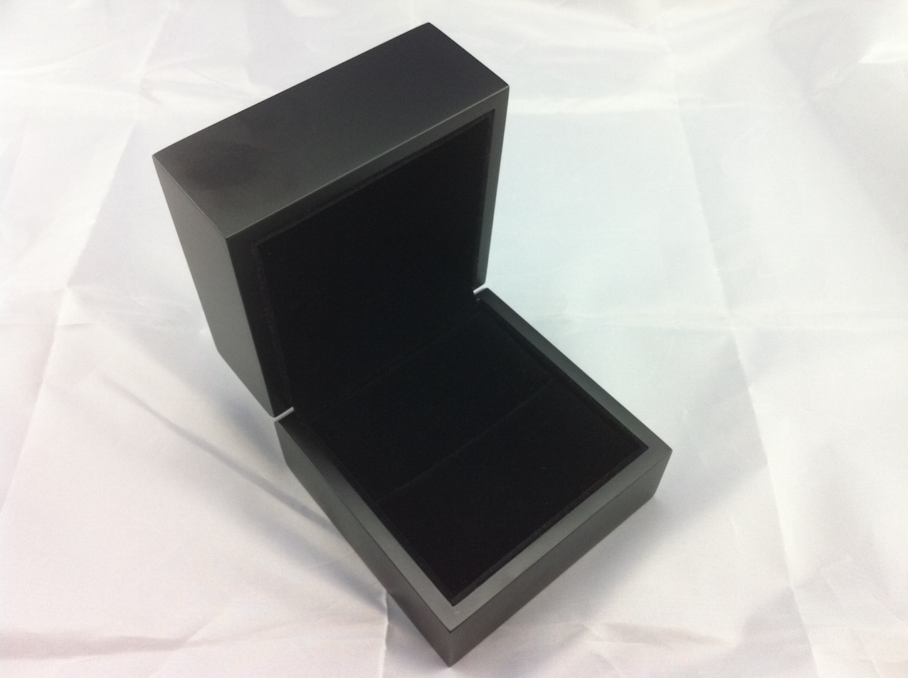 Premier matte black ring box