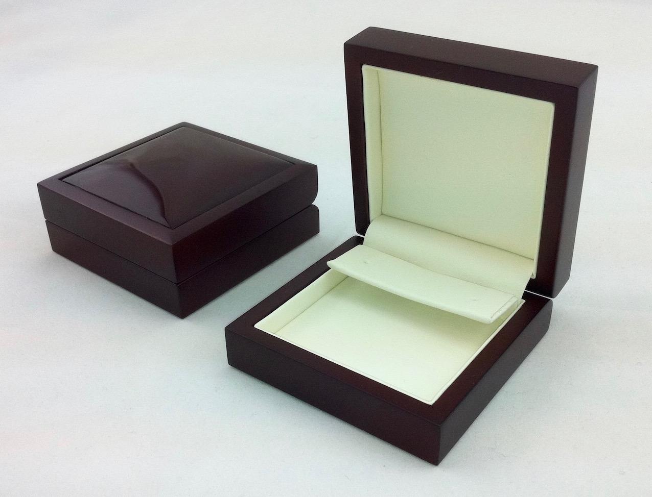 Drop earring insert in high end jewellery box