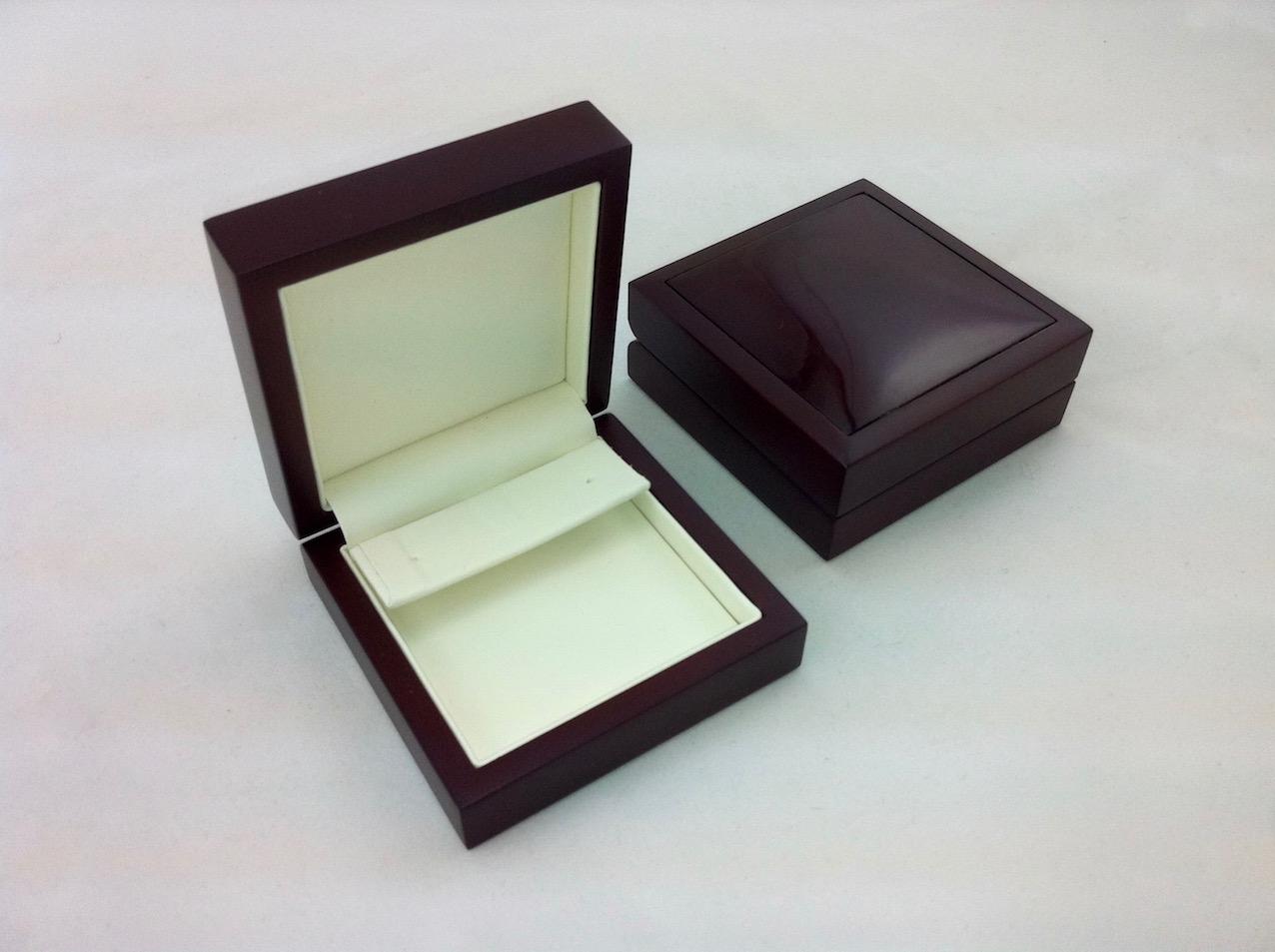 Huge earring insert in Luxury timber box