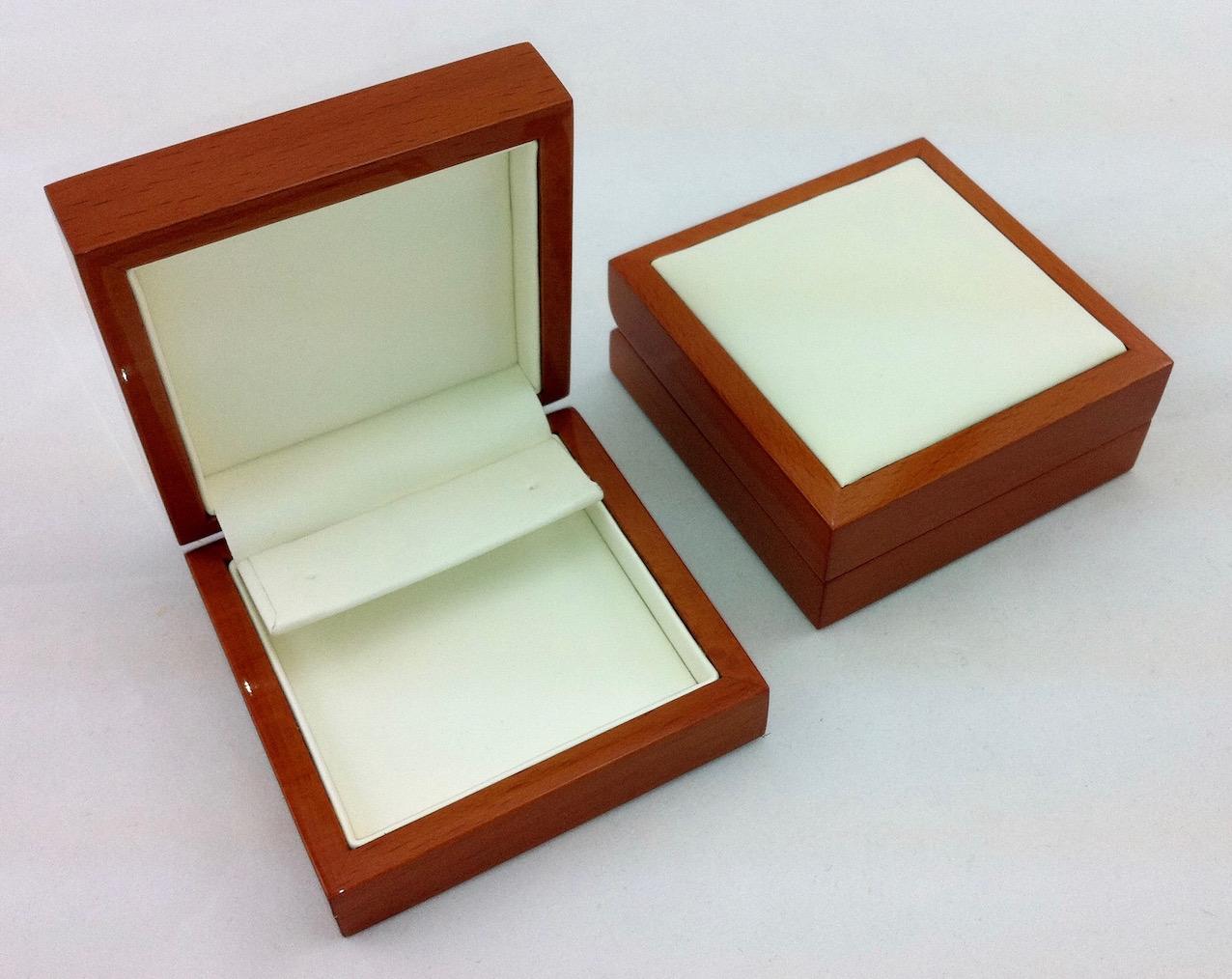 Huge earring insert in Luxury Leather jewellery box