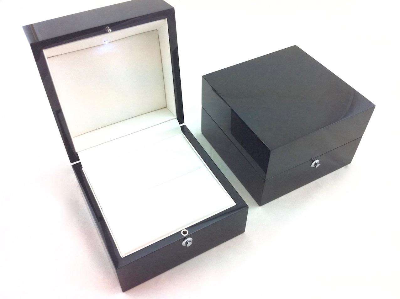 Platinum Gloss Black Ring Box