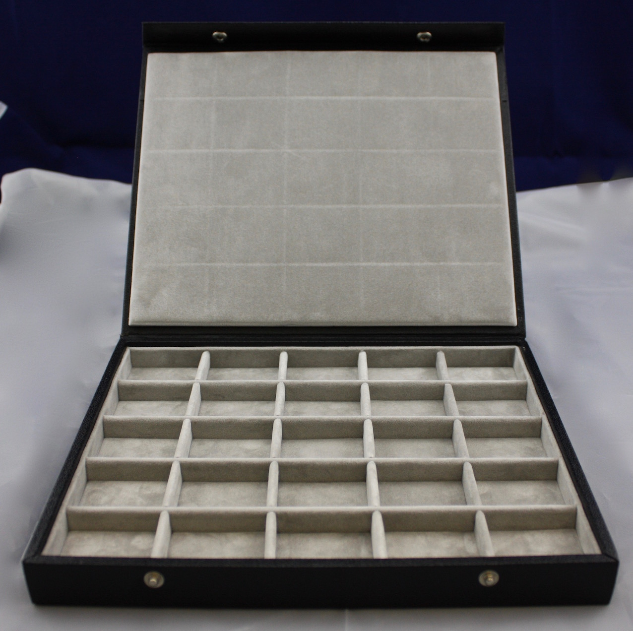 Universal 5 x 5 tray with lid