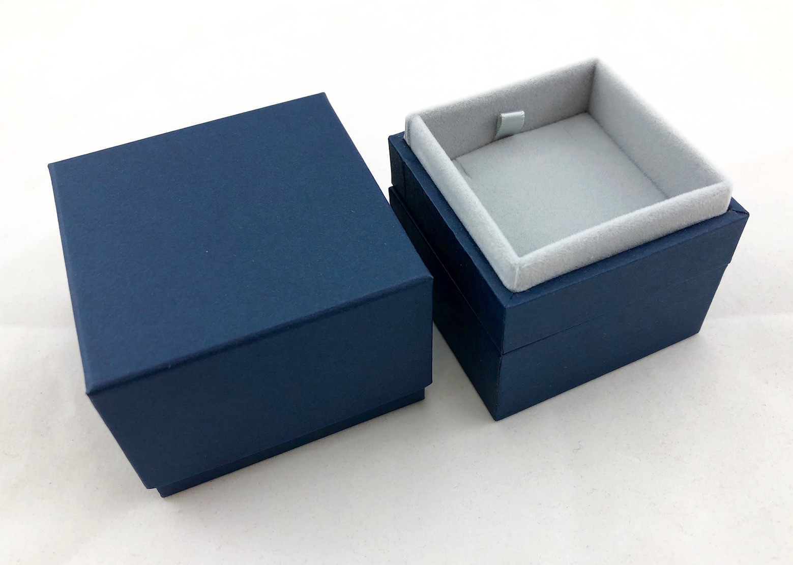 New Blue Envy Pendant Box with light grey suede lining
