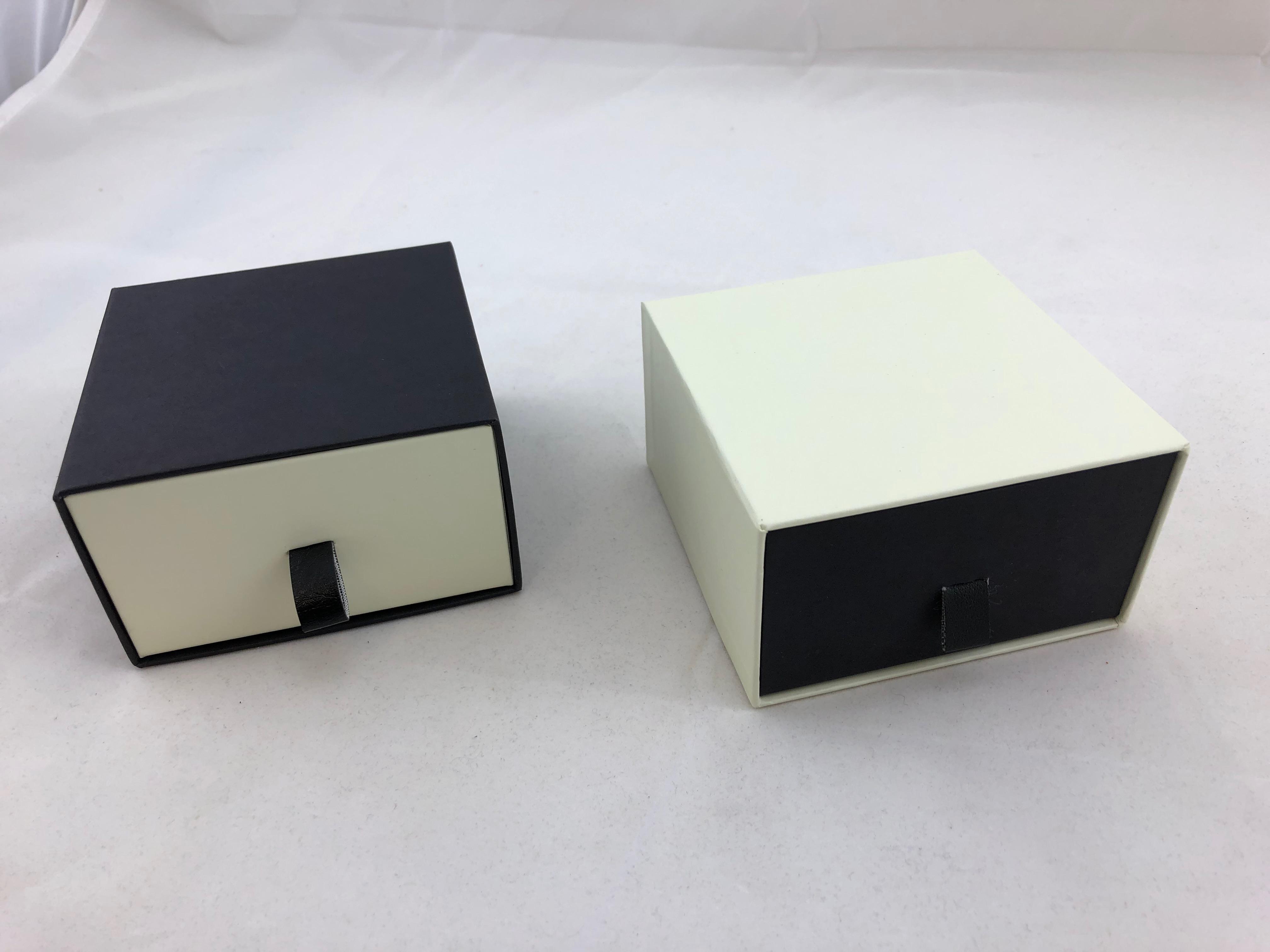 Black Pearl Vogue Earring Box