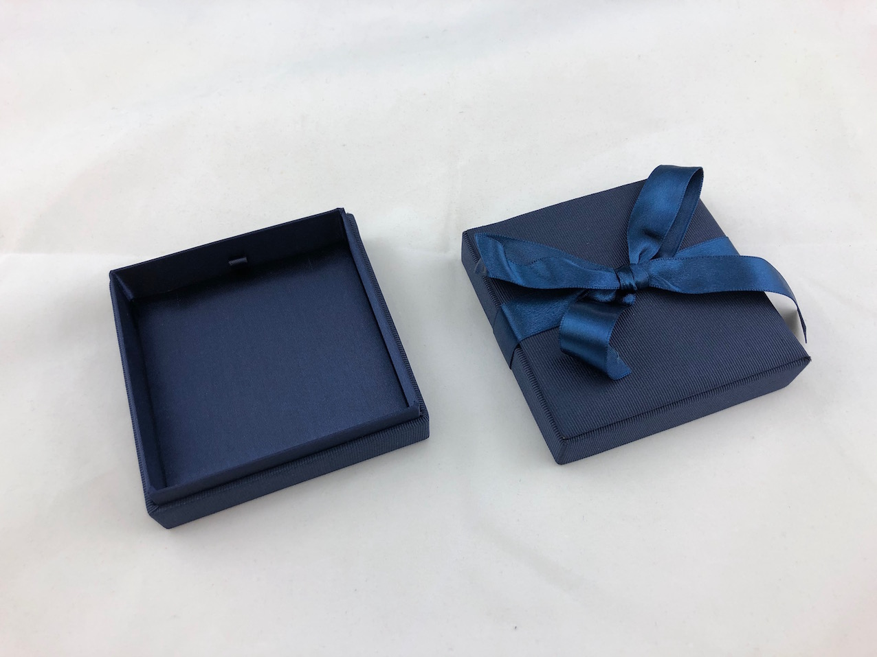 Blue Ribbon Pendant Box
