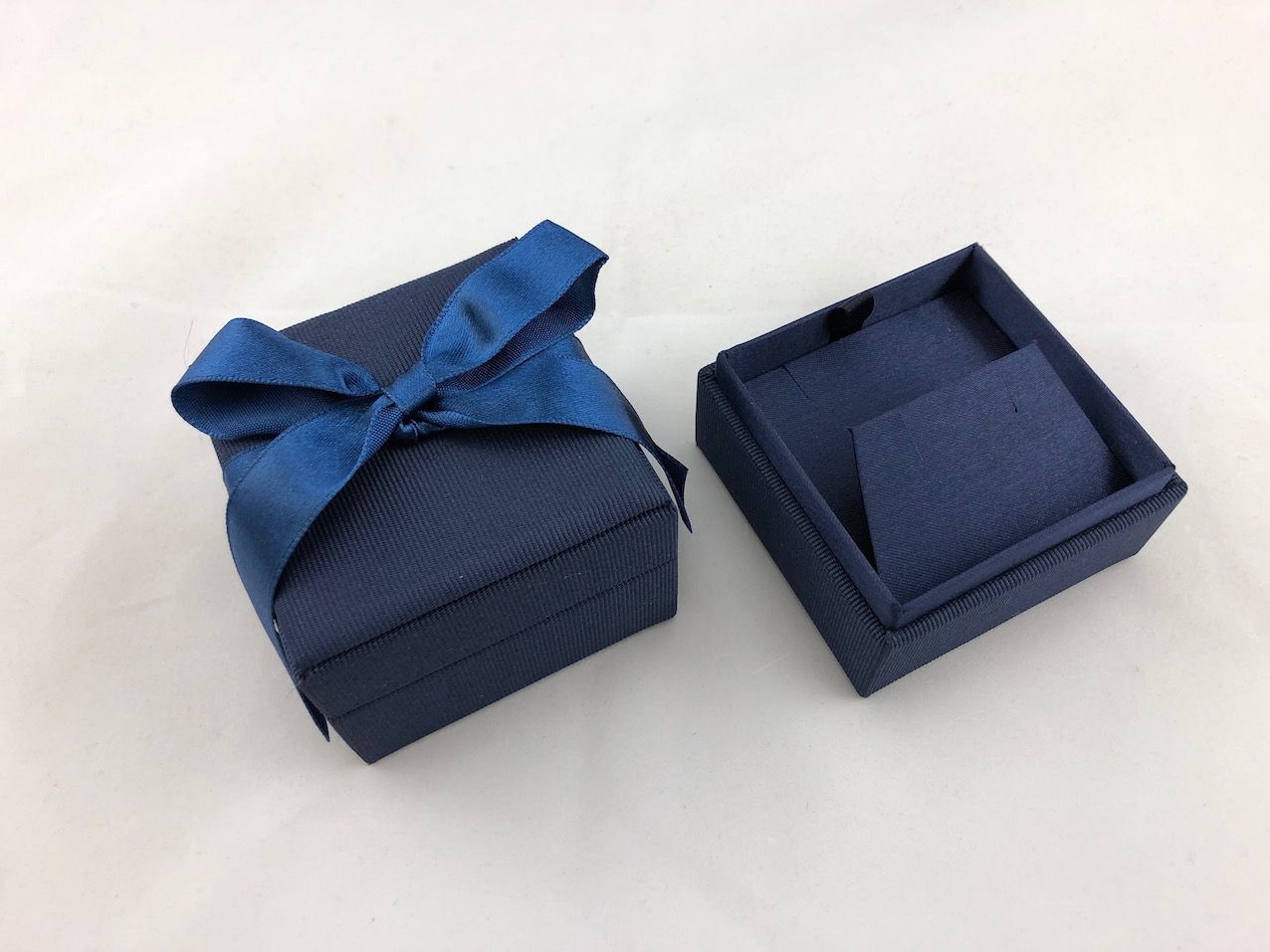 Blue Ribbon Box with Earring Ramp