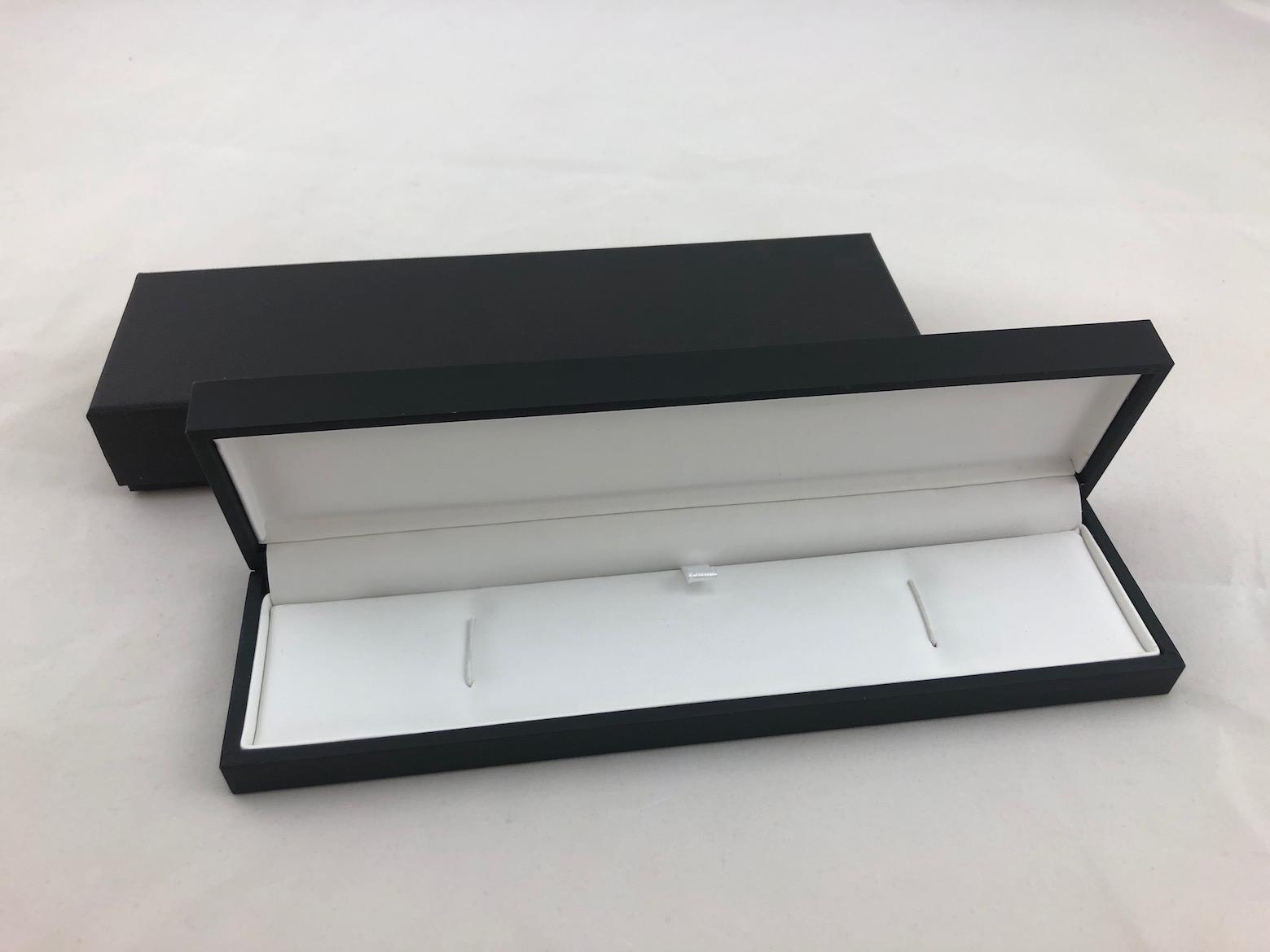 B/W Bracelet Box