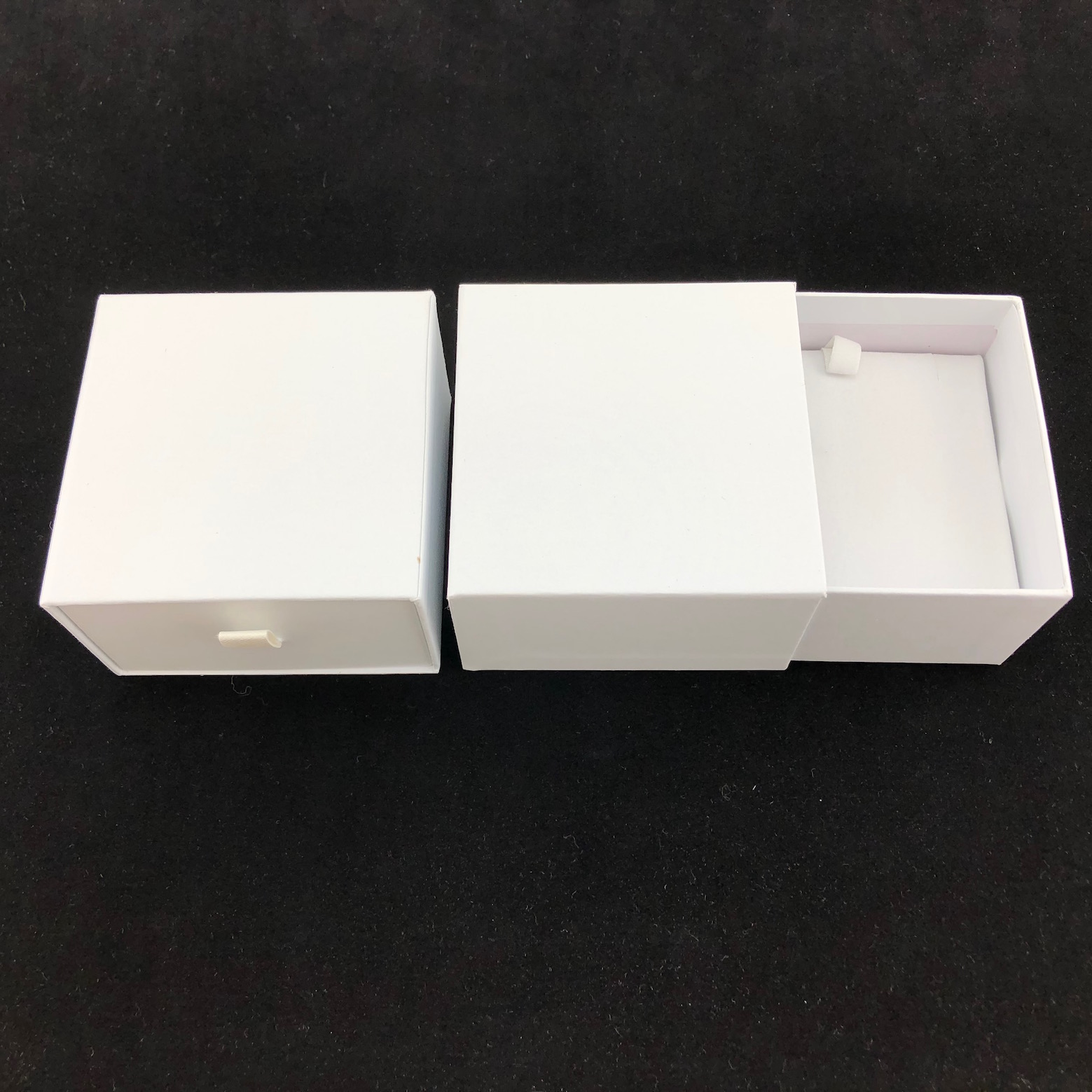White Vogue Bangle Box with Pillow