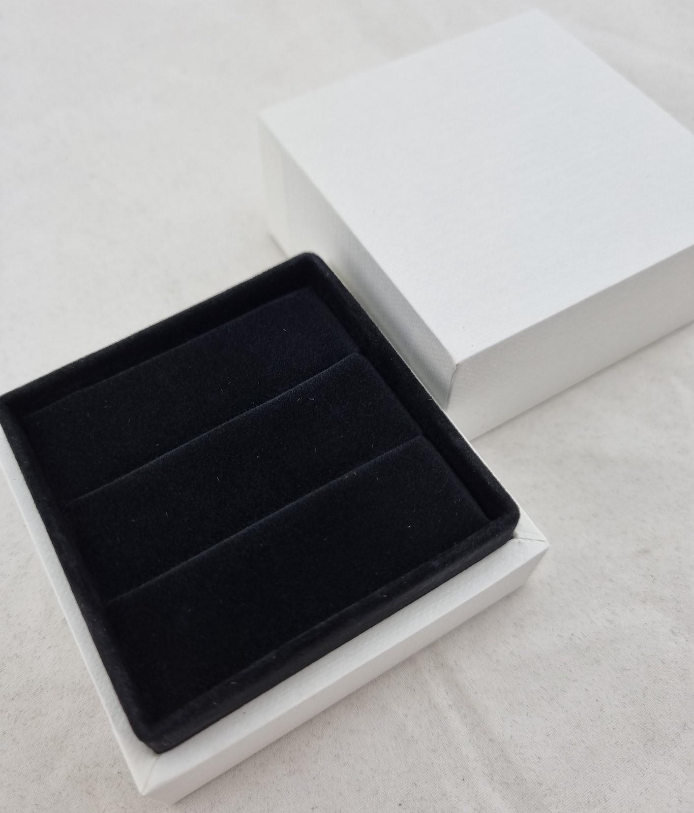 White/Black Double Ring Box