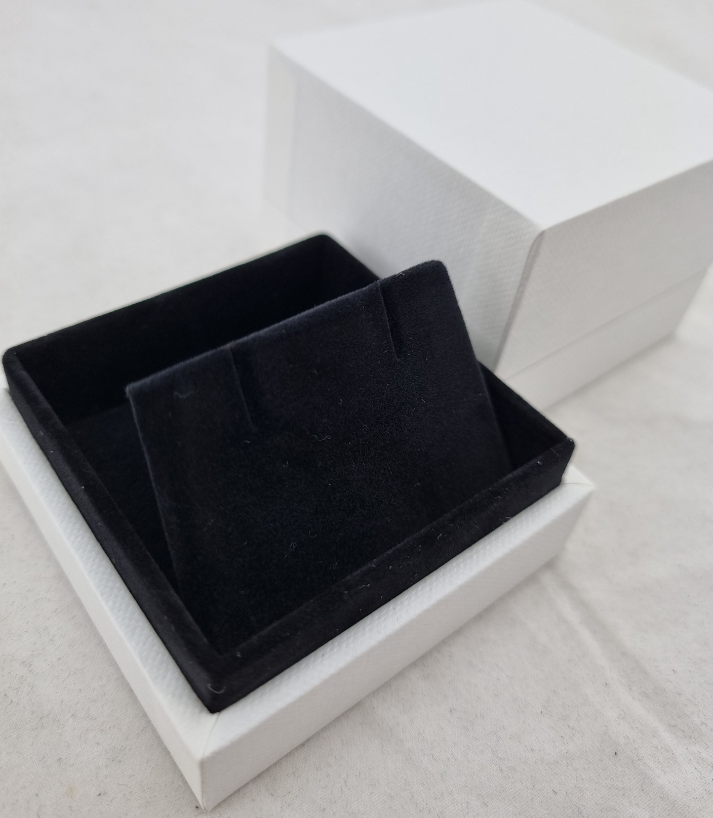 White/Black Earring Box