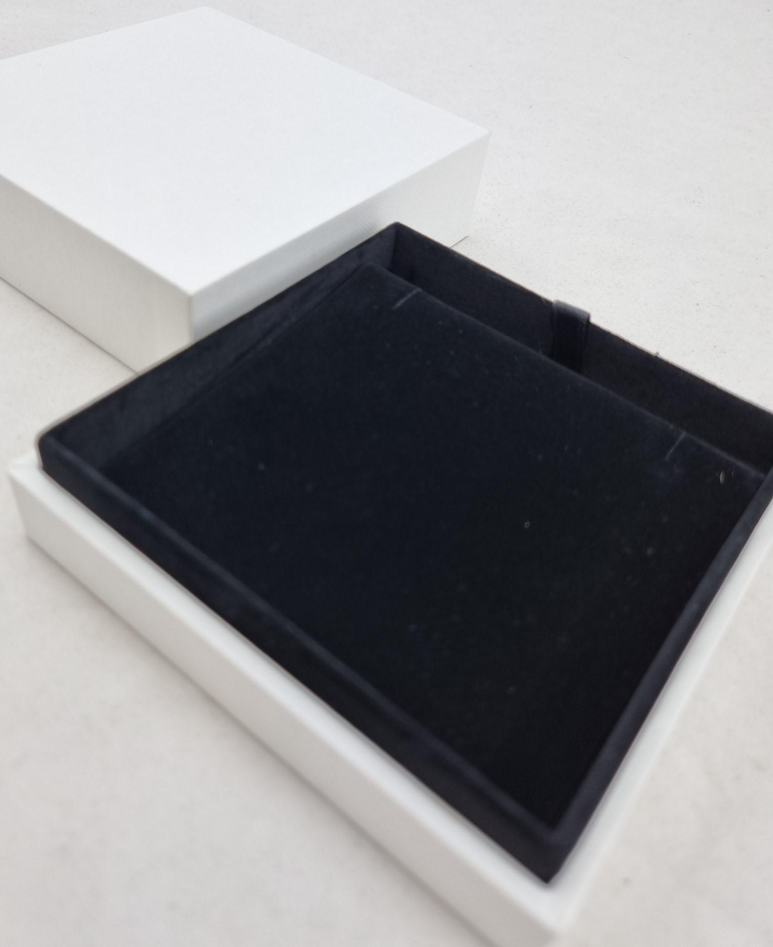 White/Black Large Pendant/Earring Box