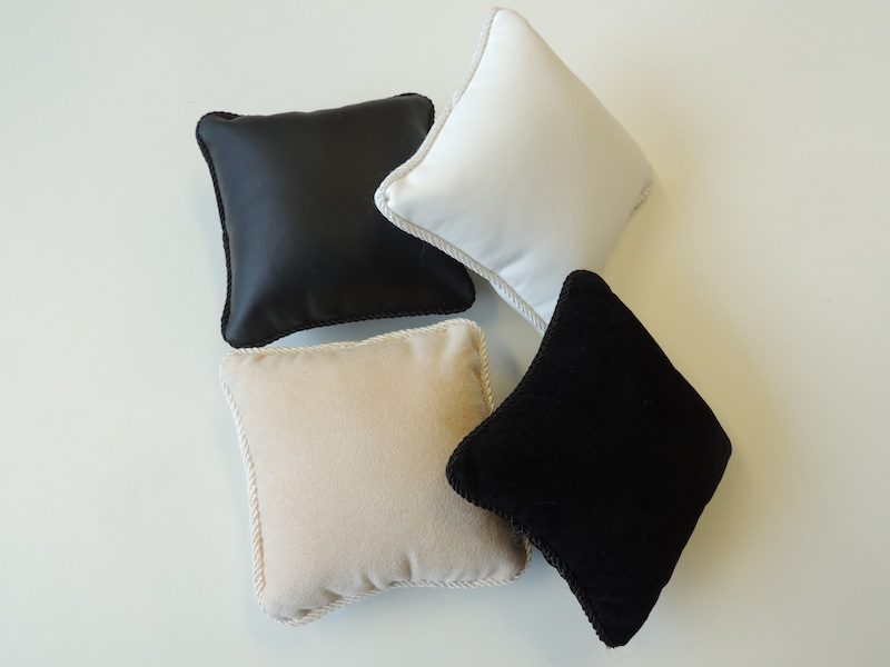 Bangle Display Pillow (Cream Leatherette) (Small)