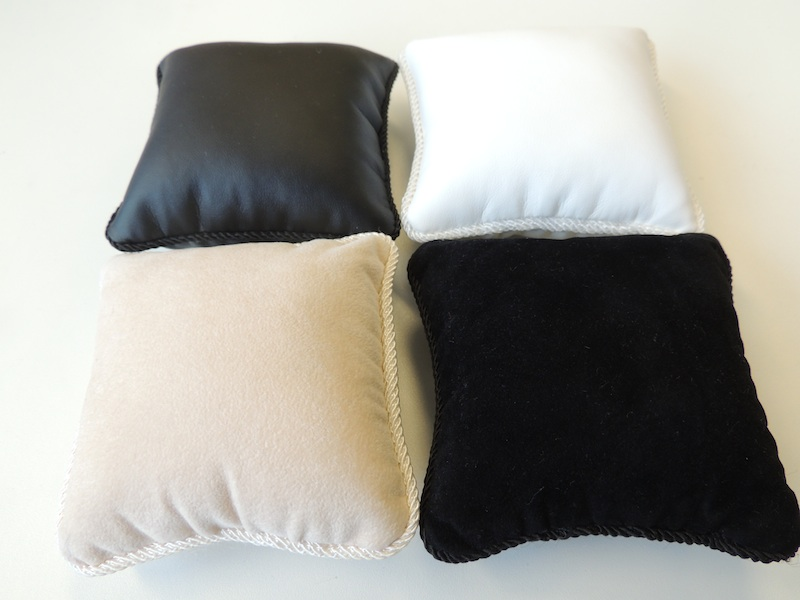 Bangle Display Pillow (Black Leatherette)