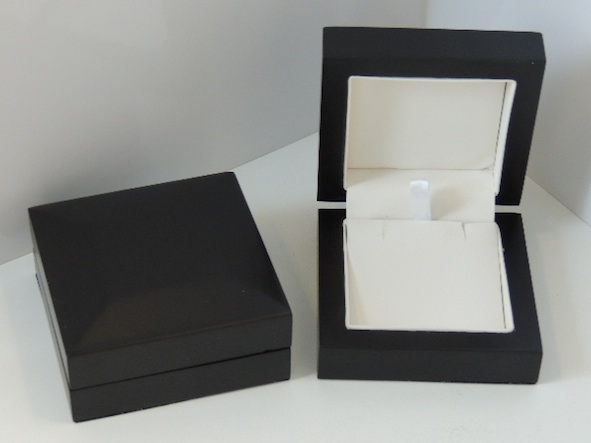 Black Storm Pendant Box