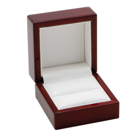 Traditional Elegance Ring Box Open