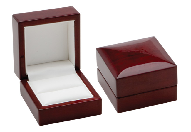 Traditional Elegance Ring Box