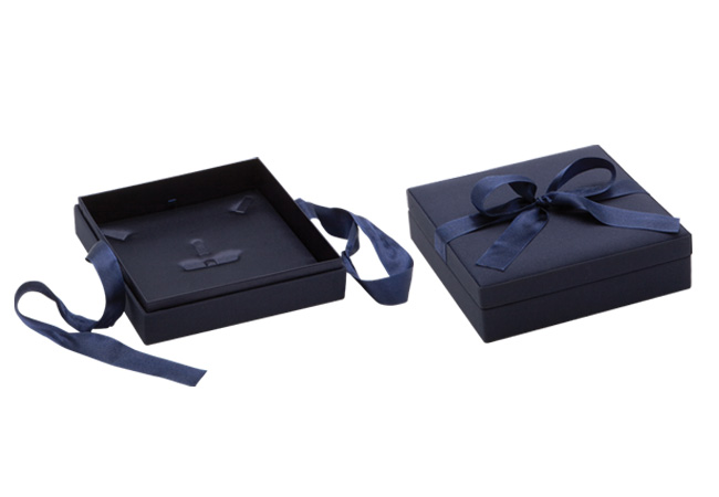 Blue Ribbon Large Necklace Box